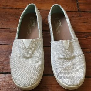 Toms Avalon slip on sneakers 6.5
